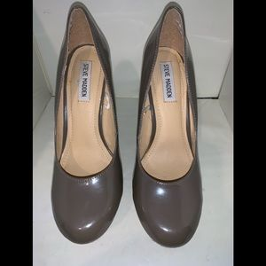 Steve Madden Taupe Patent Leather Wedges  Sz 8.5